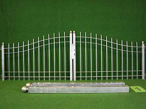 Einfahrtstor Angebot 37-2 in massiver Stahlbauweise - Breite: 287cm, Höhe: 88cm