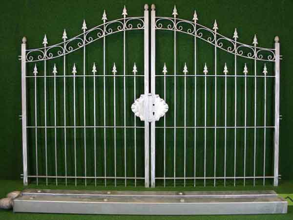 Metalltor Angebot 113 in massiver Stahlbauweise - Breite: 310cm, Höhe: 175cm