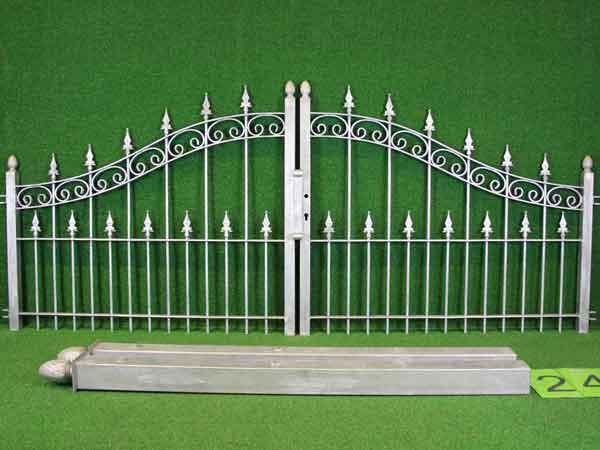 Hoftor Angebot 65 in massiver Stahlbauweise - Breite: 262cm, Höhe: 89cm