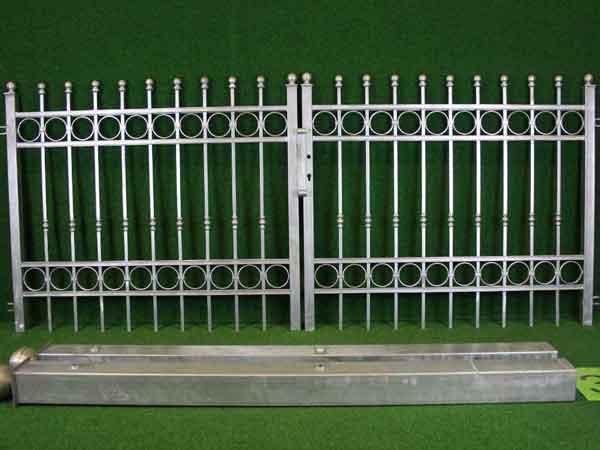 Gartentor Angebot 160-4 in massiver Stahlbauweise - Breite: 301cm, Höhe: 126cm