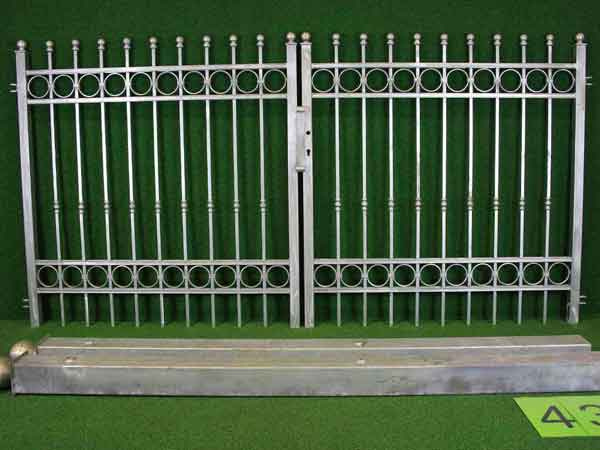 Einfahrtstor Angebot 175 in massiver Stahlbauweise - Breite: 300cm, Höhe: 151cm