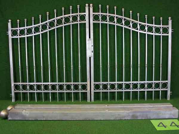 Metalltor Angebot 172 in massiver Stahlbauweise - Breite: 300cm, Höhe: 151cm