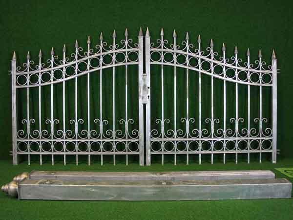Eisentor Angebot 12 in massiver Stahlbauweise - Breite: 301cm, Höhe: 127cm